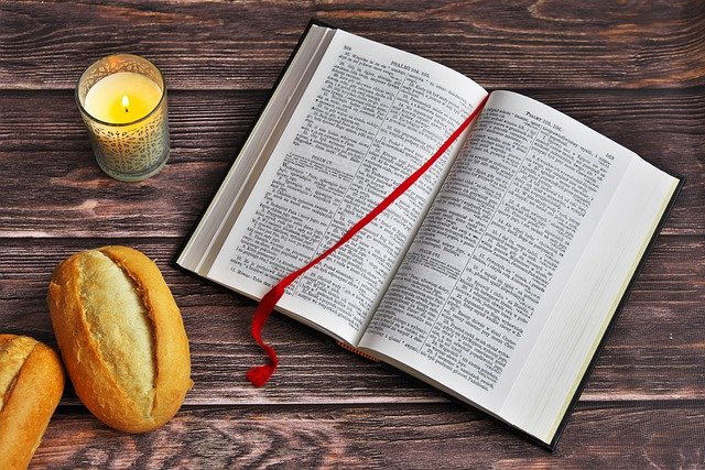 Bible Scriptures Reading  - pedro_wroclaw / Pixabay