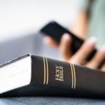 Wyłączmy telefony i otwórzmy Biblię – uczyńmy miejsce dla Słowa Bożego!